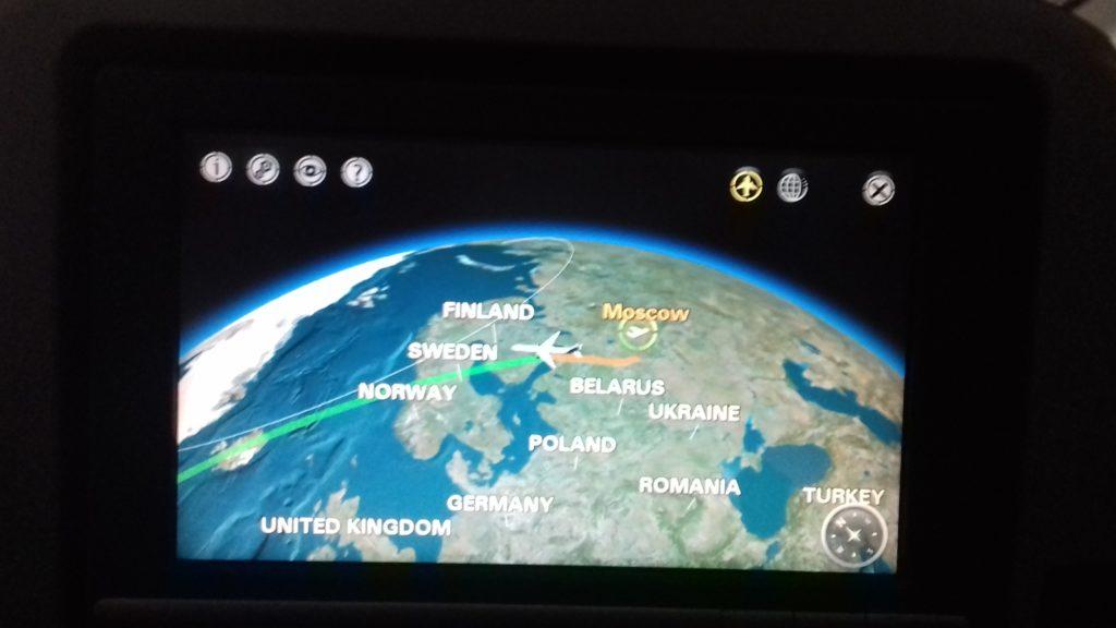 Дисплей отображает маршрут полета, скорость, время в пути и оставшееся до посадки время