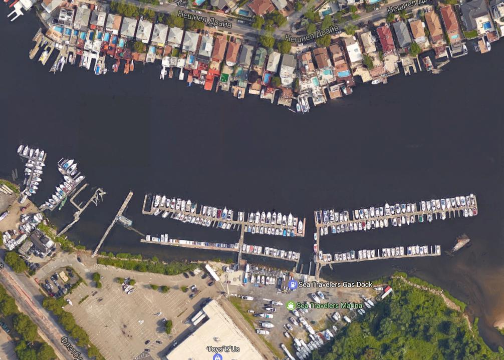 Яхты отлично видны с Гугл-карт