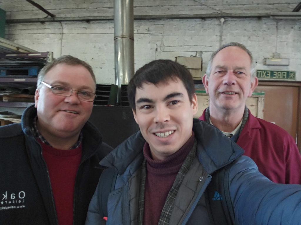 Тони слева. А токарь справа похож на молодого Принца Чарльза