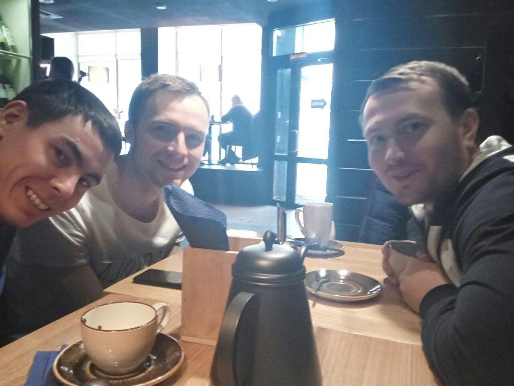 Слева Иван Осотов, а справа наш программист Степан